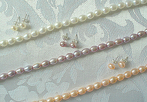 Oval Shaped Pearl Necklace/Earrings Set